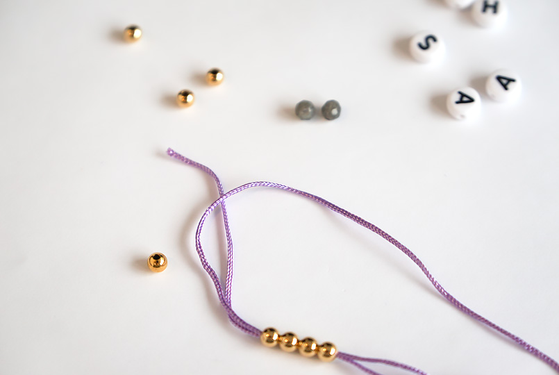 perlen mit perlnadel auffaedeln