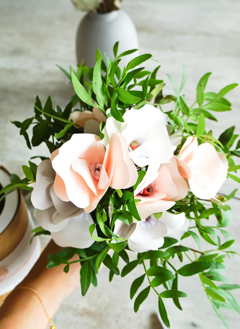 strauss aus papierblumen
